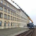 Bil 7 lyfter upp material på Arlövs gamla sockerbruk