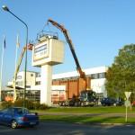 Bil 6 lyfter personbil på Bilia Malmö