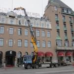 Lyft av hissdelar på Savoy Hotel med gamla 8an